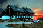 Szkolne Schronisko Młodzieżowe w Skale-zachód słońca